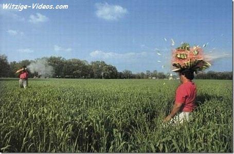 Eine Melone vom Kopf schiessen